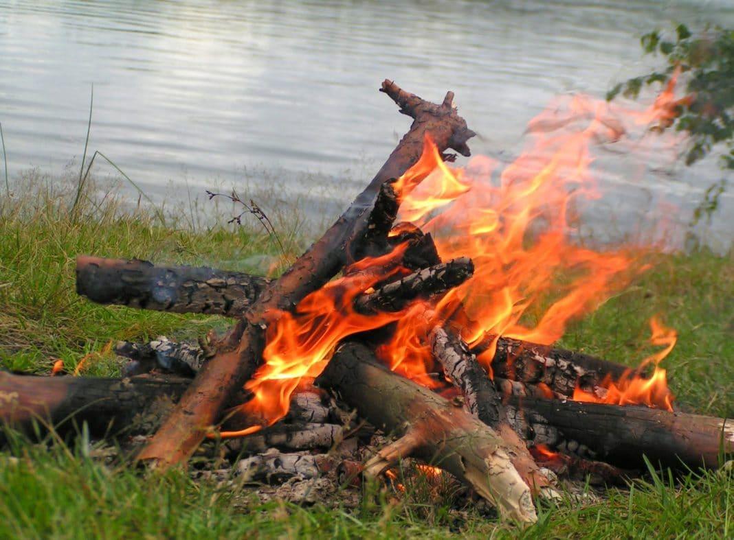 Как можно разжечь огонь без спичек