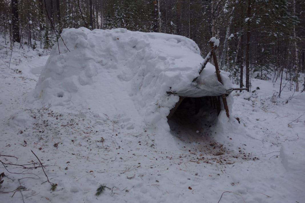 Как построить шалаш зимой в лесу
