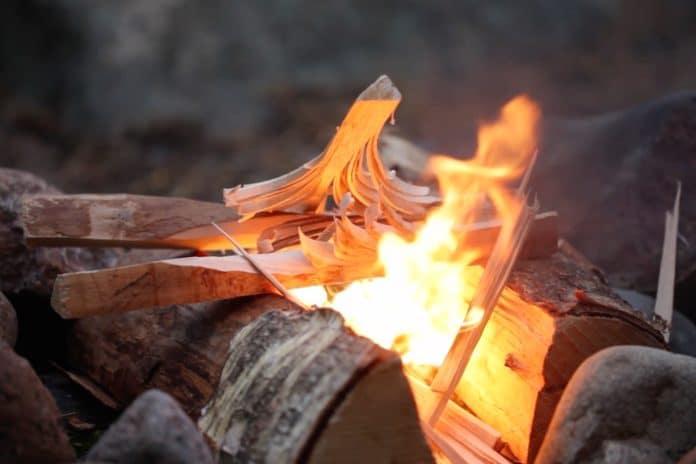 Как развести огонь без спичек и зажигалки