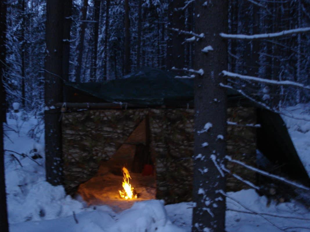 Ночевка зимой в лесу в палатке