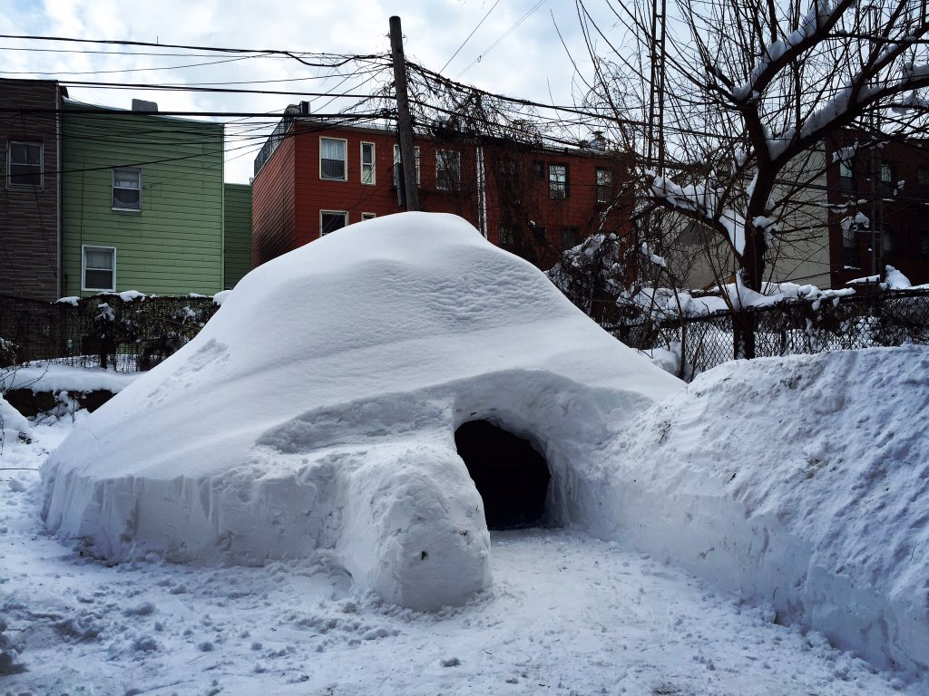 building of an igloo Igloos, or the ice houses are generally built of snow and ice in very cold places an igloo is a dome-shaped building, with blocks of ice built up in a spiral.