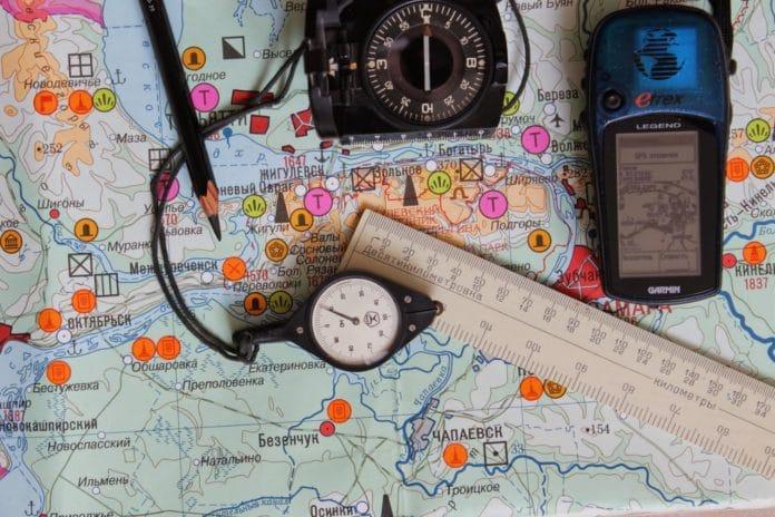 Часы - для определения места по ширине и долготе