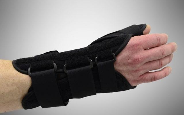 первая помощь при переломе кисти руки