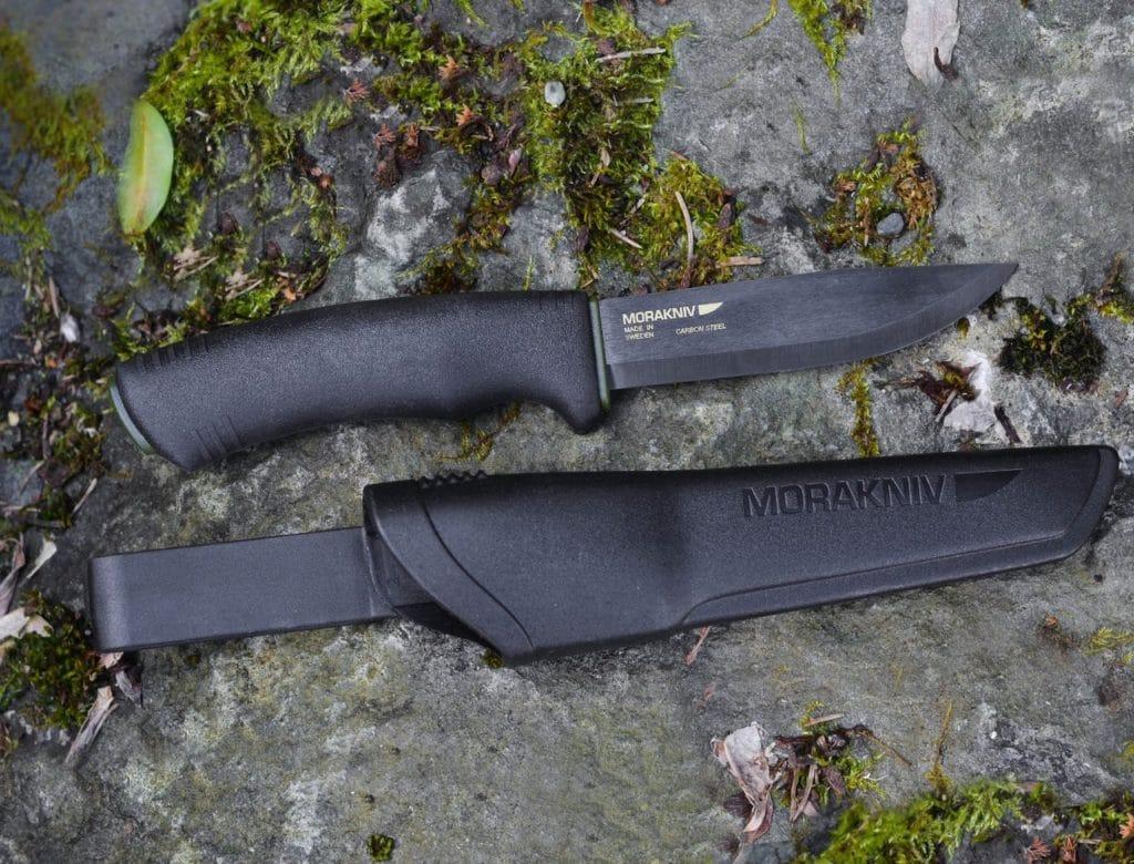 На поддельных ножах надписи стираются
