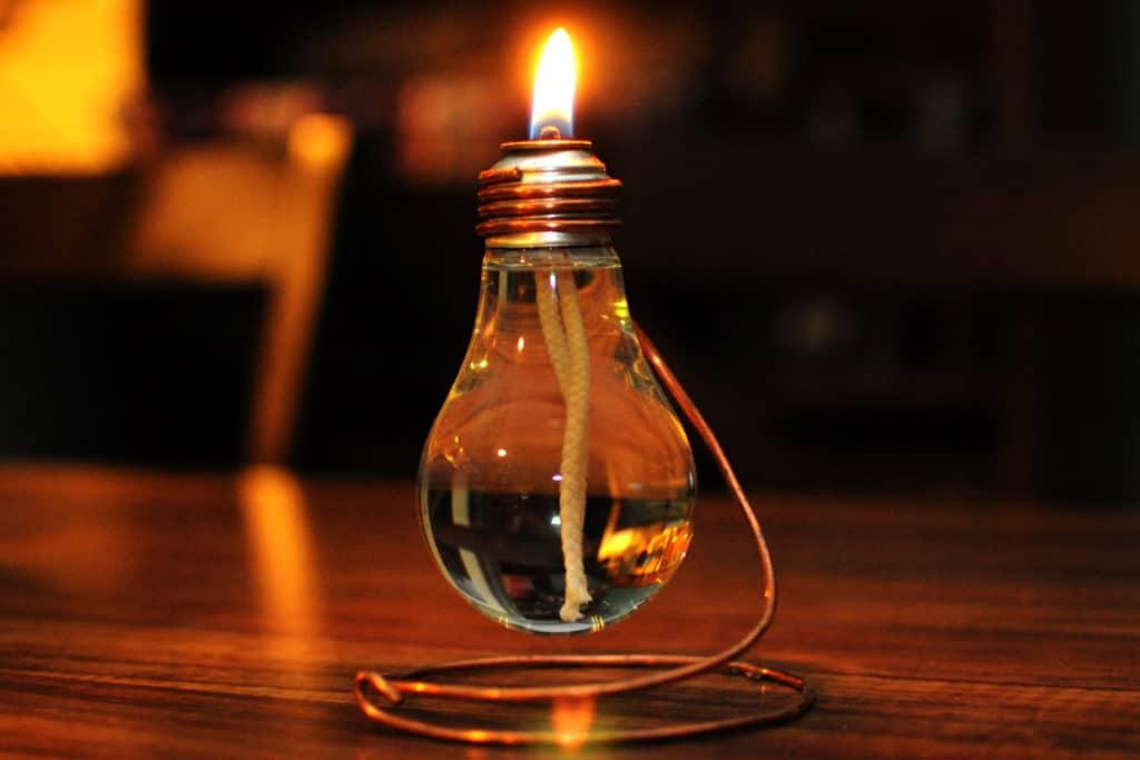 Самодельная масляная лампа из лампочки накаливания
