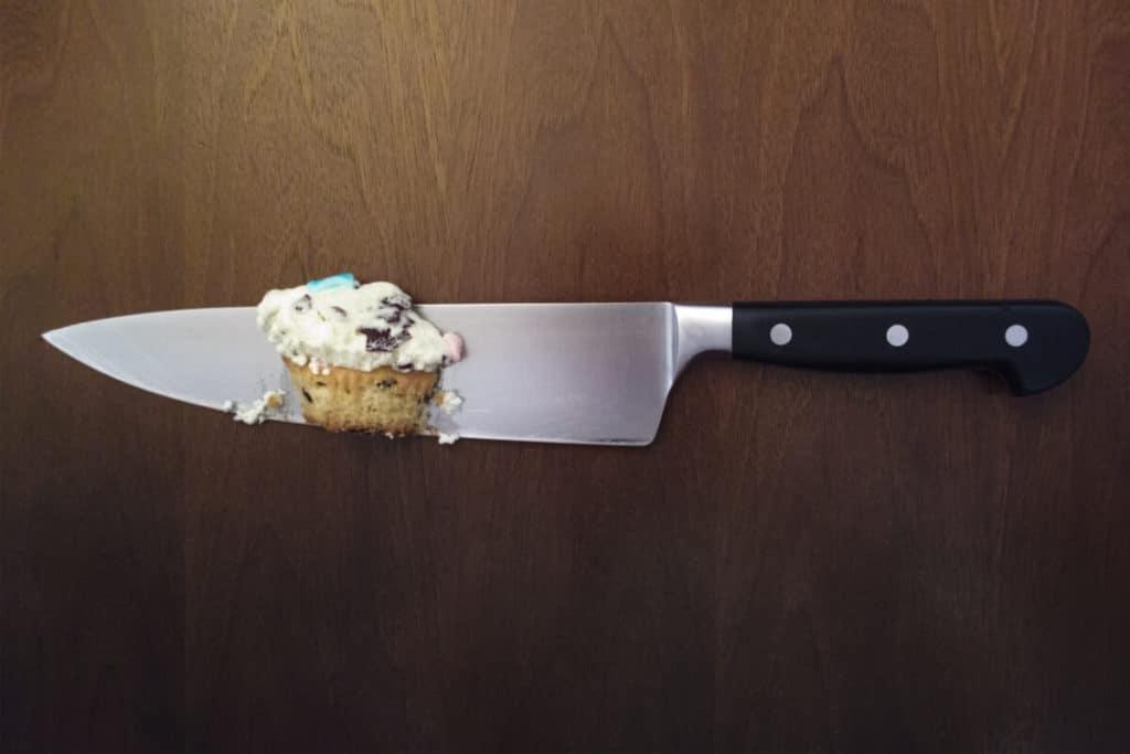 Хозяйственно-бытовой нож не относится к холодному оружию
